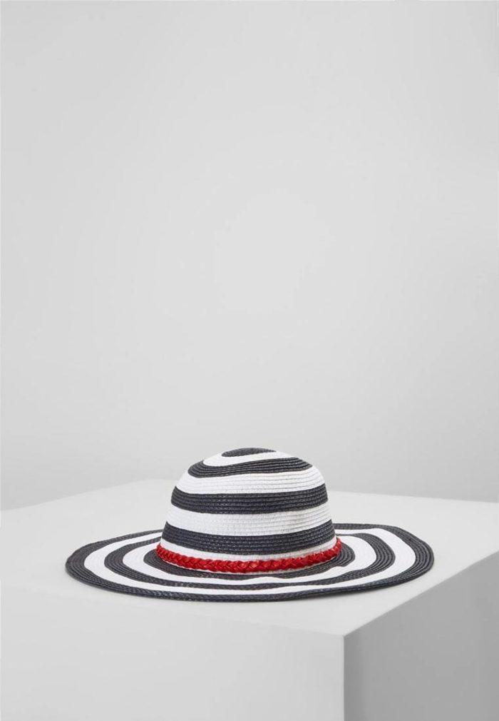 Модная широкополая шляпа весна-лето 2019