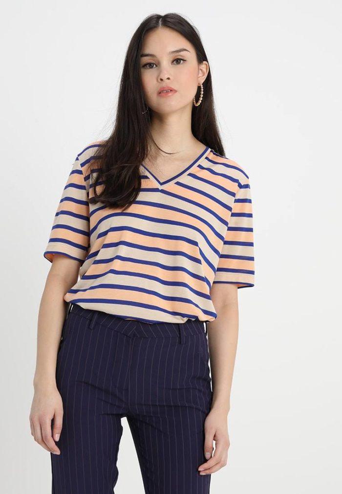 Полосатая футболка весна-лето 2020