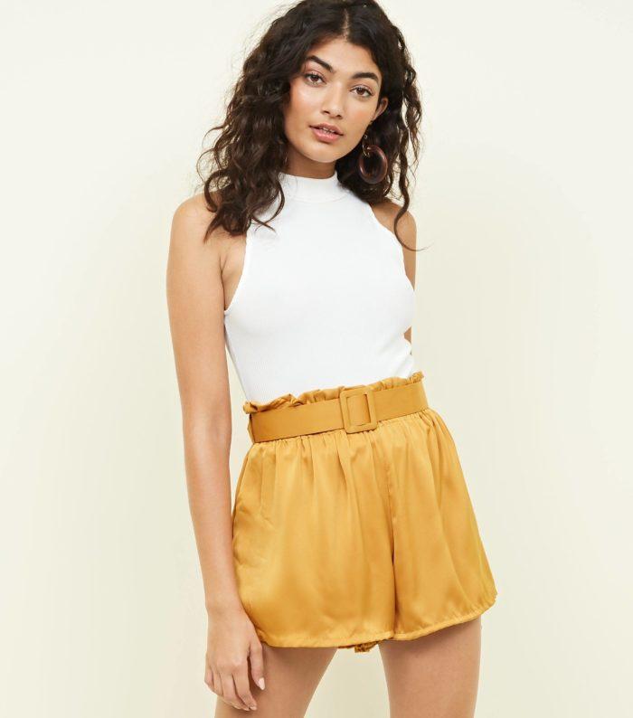 Модные желтые шорты весна-лето