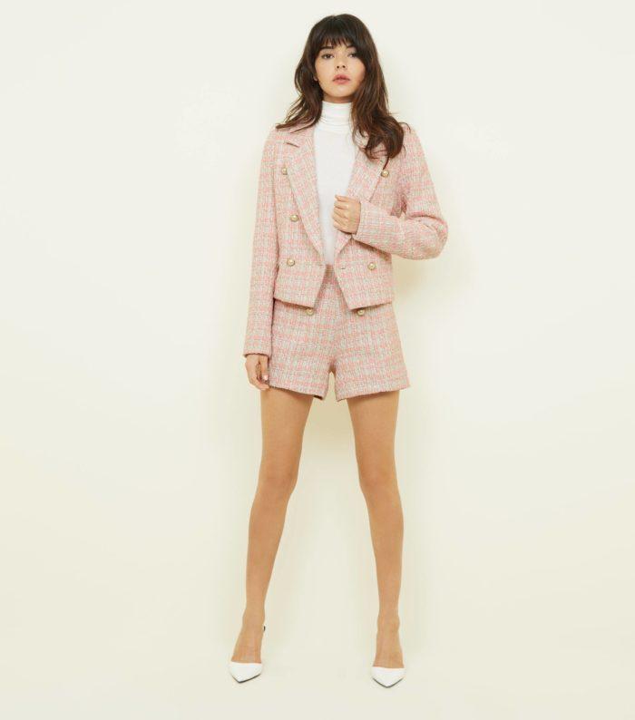 Модные розовые шорты весна-лето