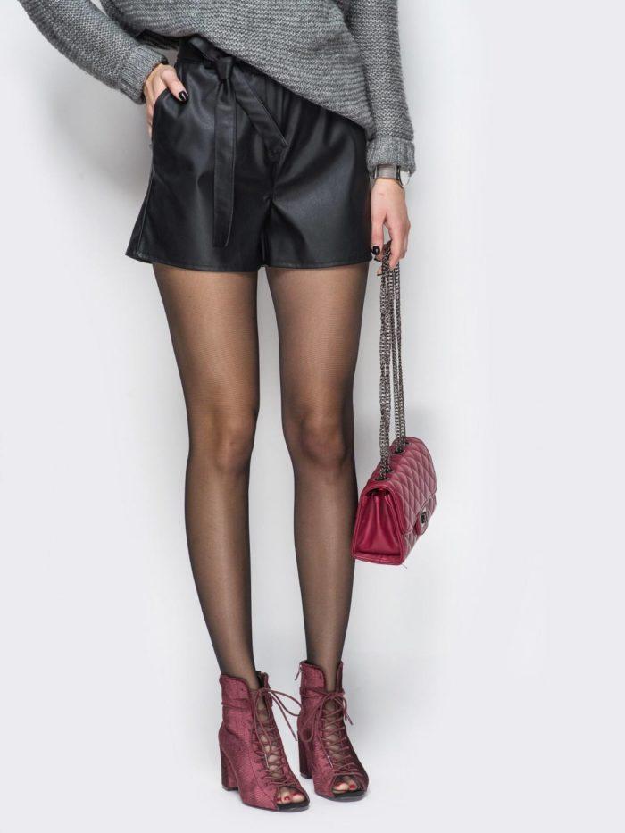 Модные кожаные шорты весна-лето 2021