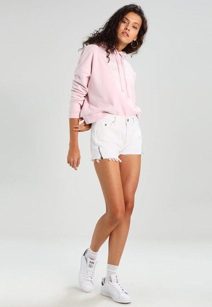 белые короткие шорты весна-лето