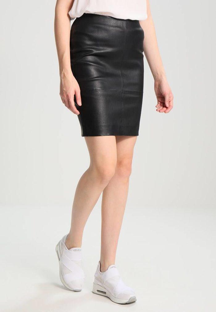 Модные кожаные юбки весна-лето 2021