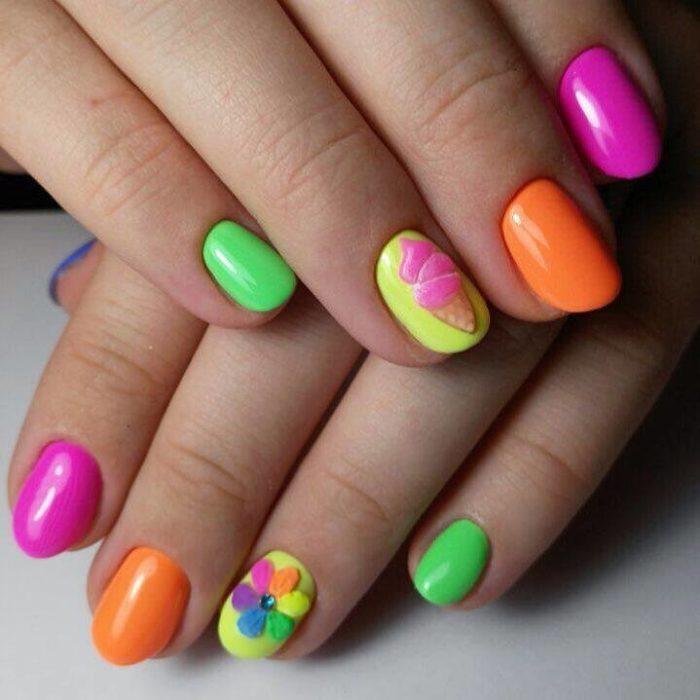 Модный разноцветный маникюр