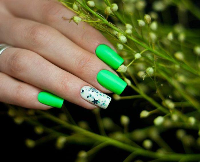 Модный неоновый маникюр весна-лето