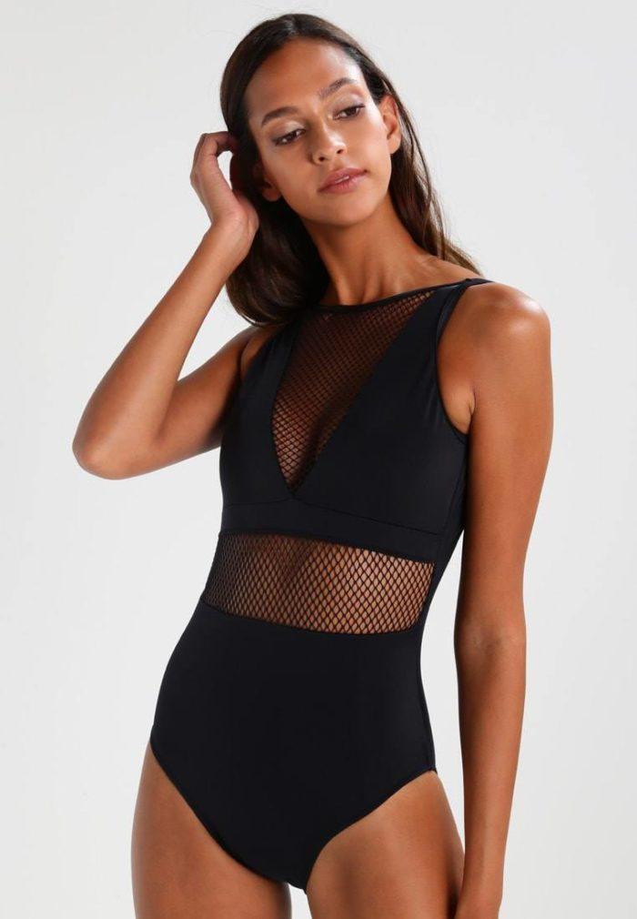 Пляжная мода 2020: купальник черный с сеткой