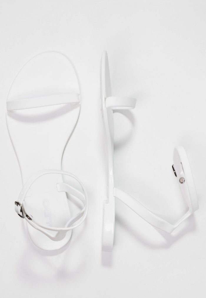 белые сандали