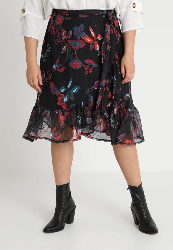 Юбка черная в цветок