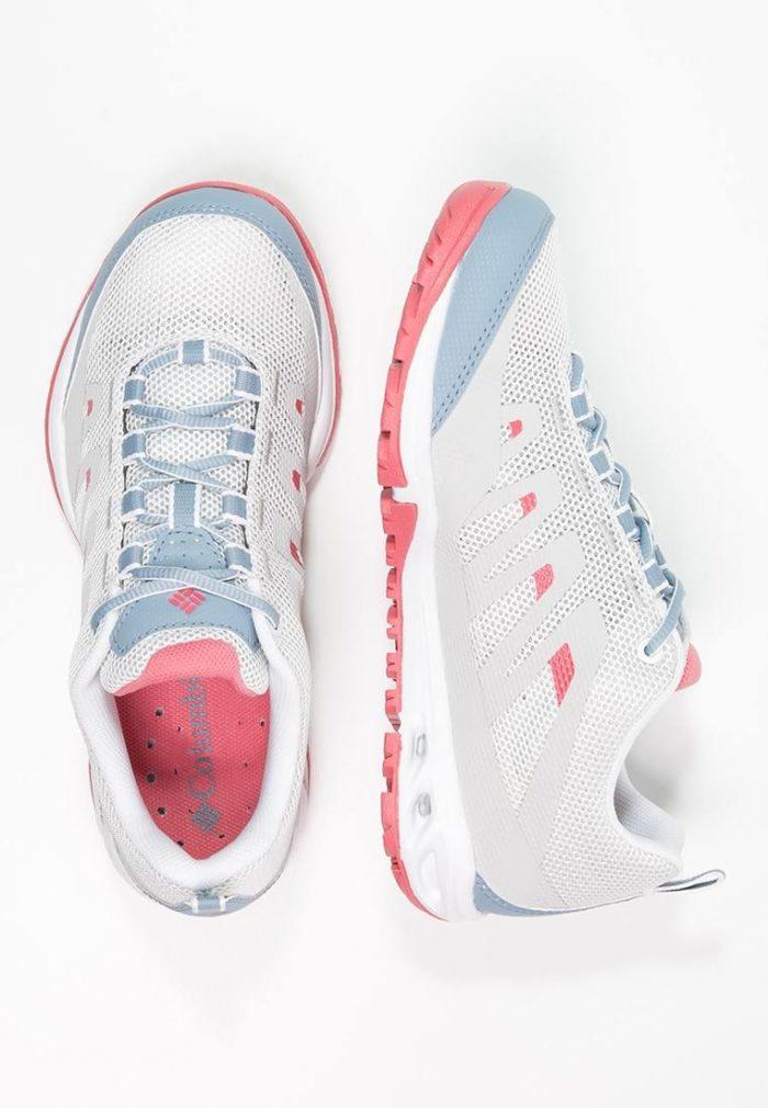 Белые с розовым кроссовки женские