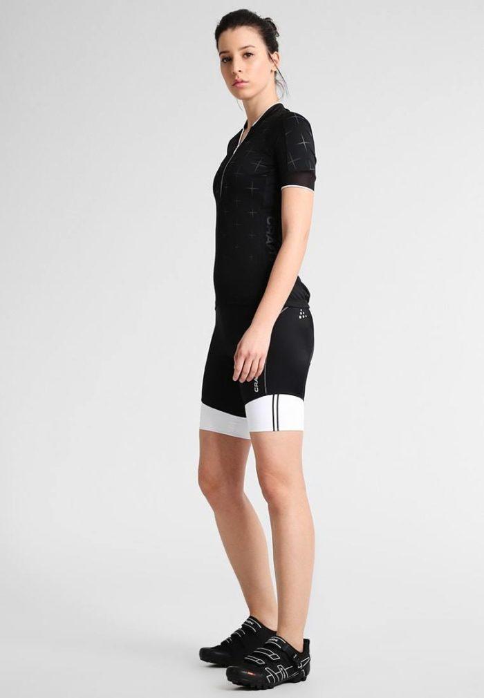 Женский спортивный костюм черный
