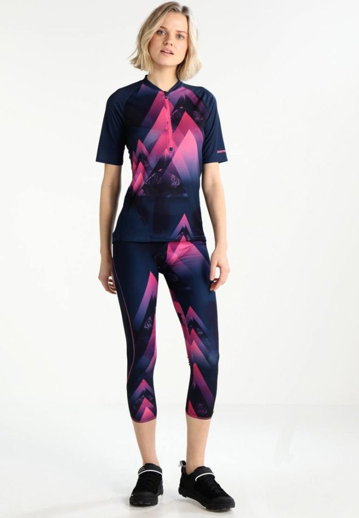 Женский спортивный костюм цветной