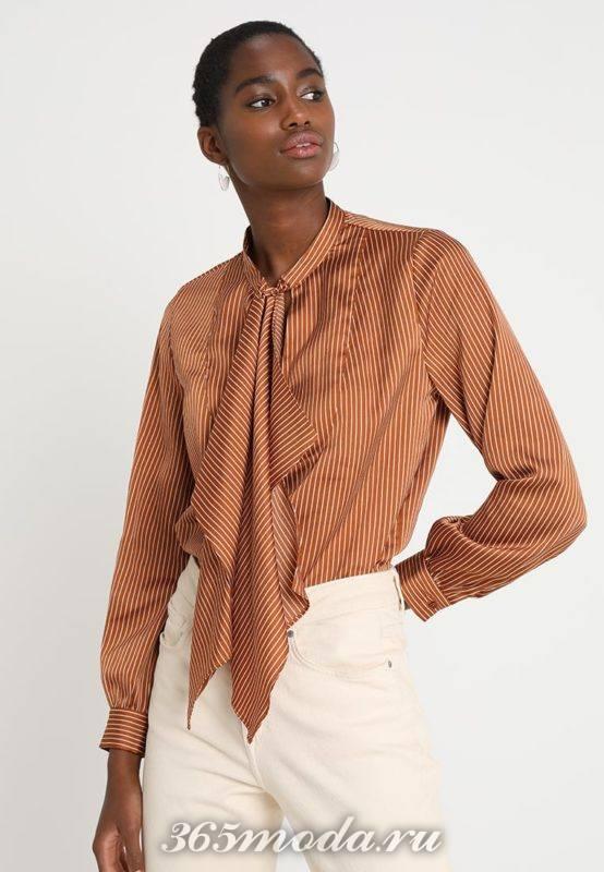 Коричневая блузка с бантом