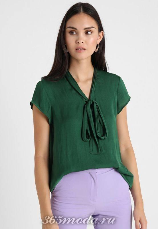Зеленая блузка с бантом