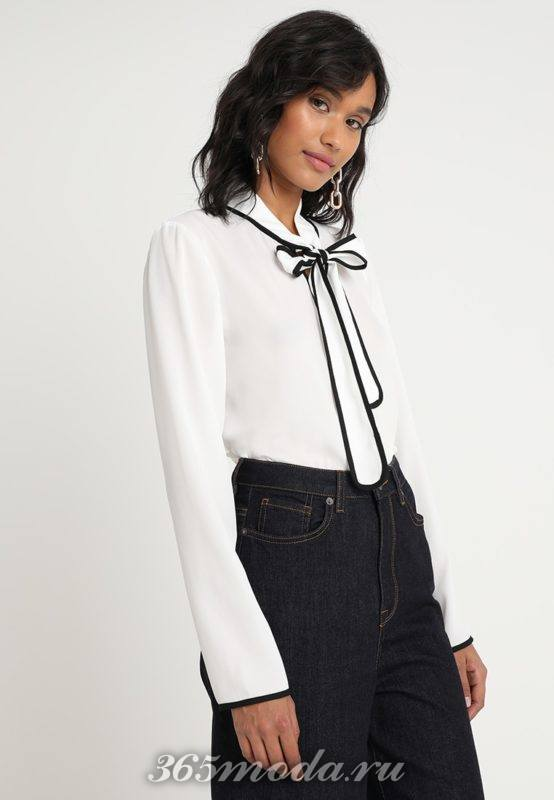 Белая рубашка с тесьмой на воротничке