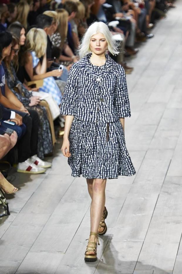 Модные деловые костюмы с юбками весна-лето 2019