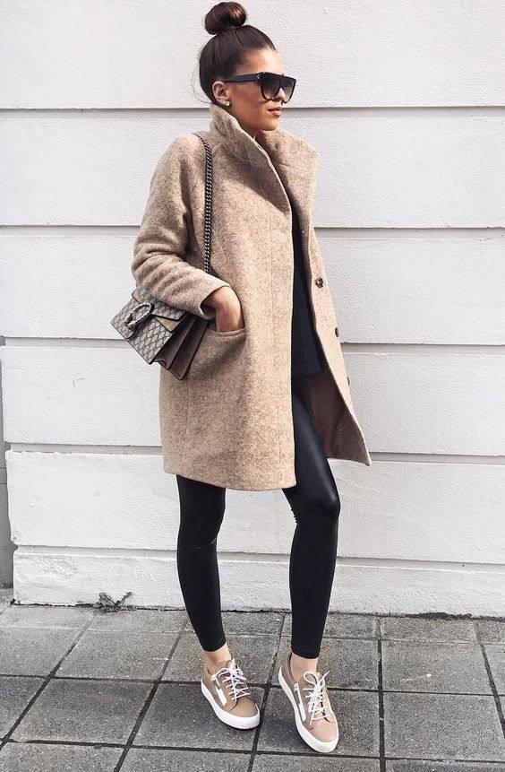 Женский образ с кроссовками