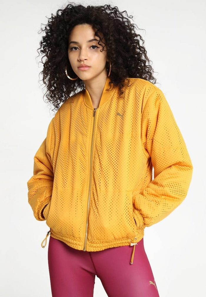 Спортивная куртка желтая