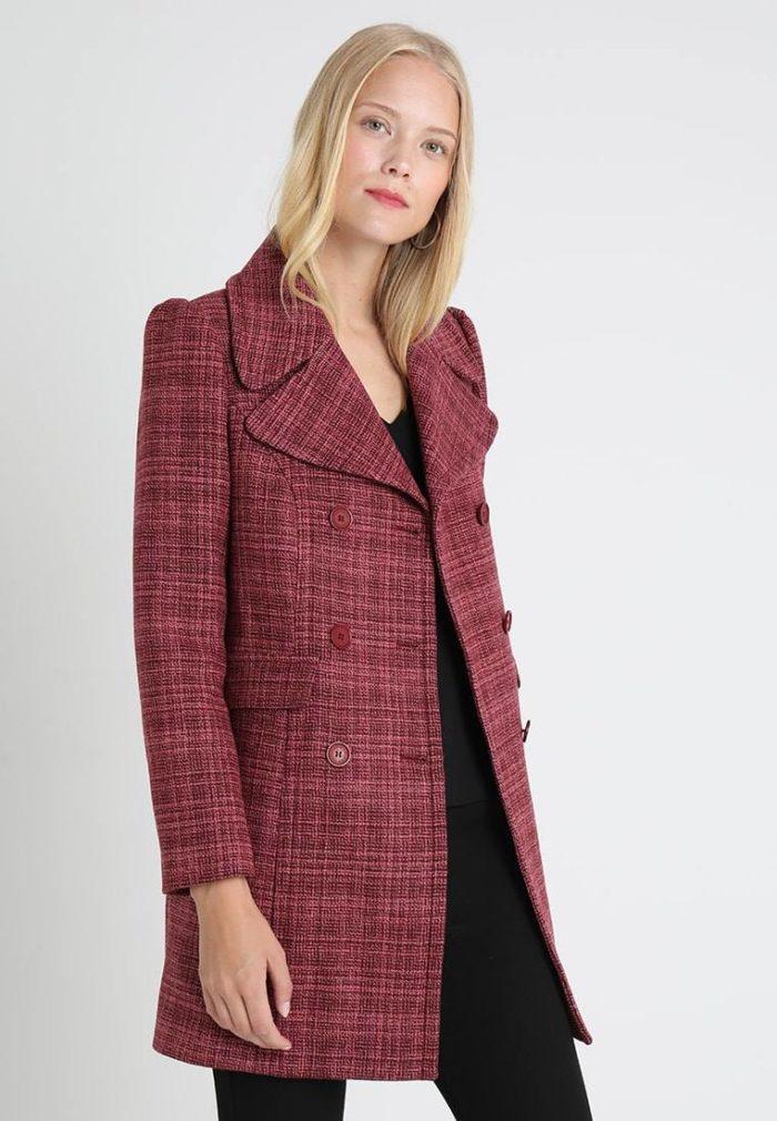 Пальто женское малиновое