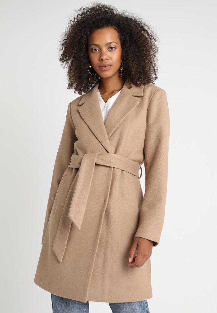 Пальто женское бежевое