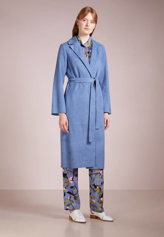 Кожаное женское пальто синее