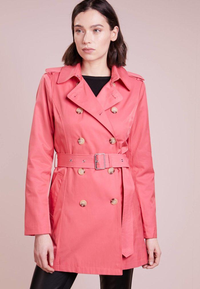 Женский плащ розовый
