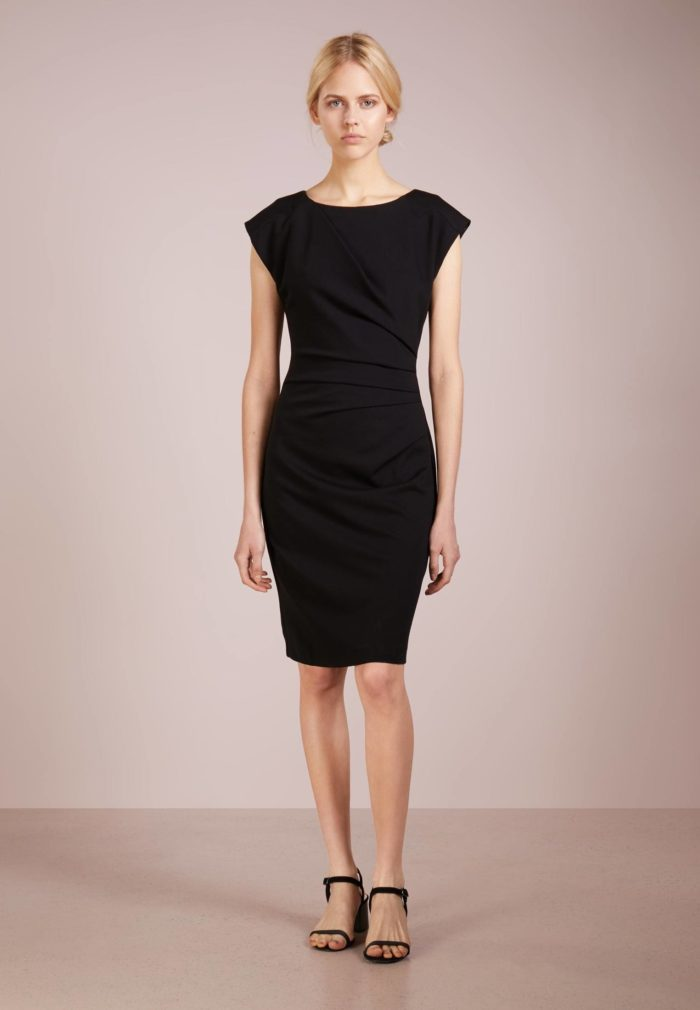 Модное классическое платье весна-лето 2020