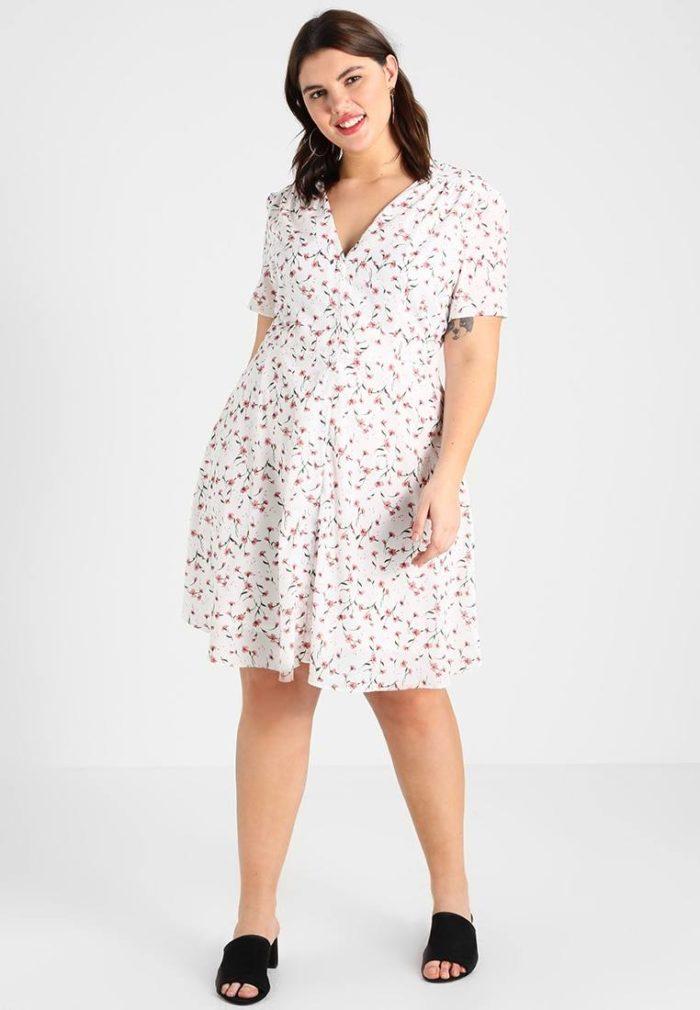 Модное повседневное платье рубашечного покроя весна-лето 2019