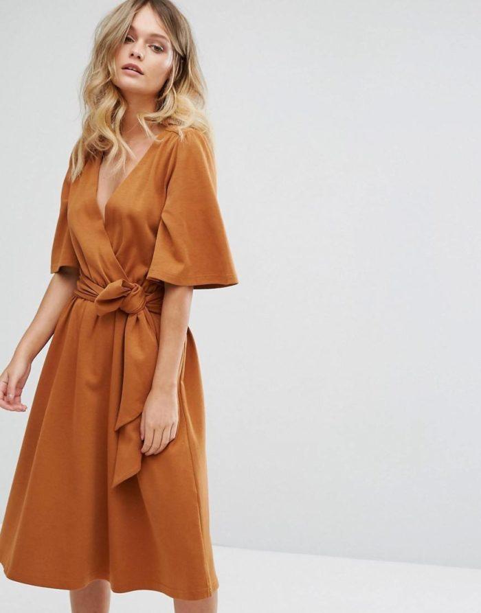 Модное повседневное платье с запахом весна-лето 2019