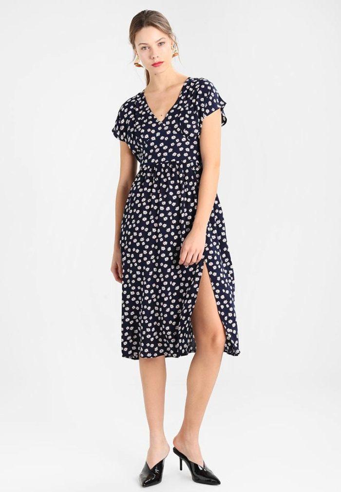 Модное платье с разрезом весна-лето 2019