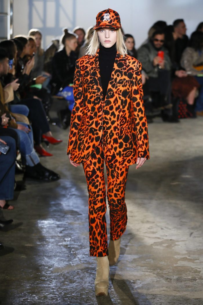 Брючный костюм с животным принтом