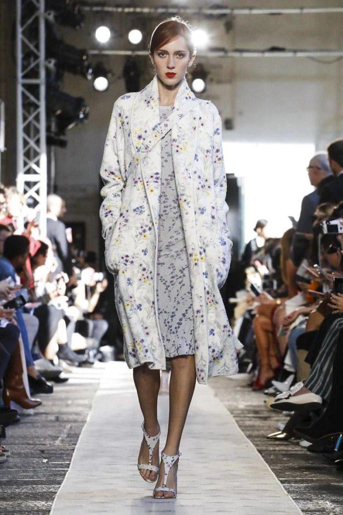 Платье и пальто с цветочным принтом
