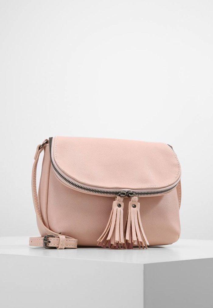 мини сумка нежно-розовая на молнии