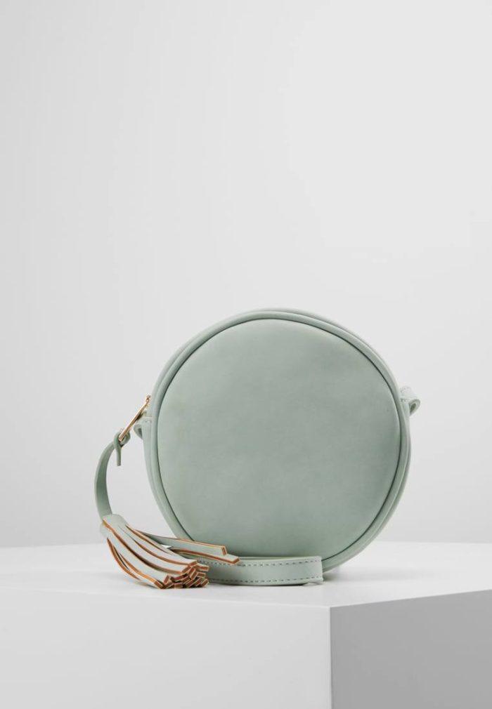 бледно-зеленая мини сумка круглая