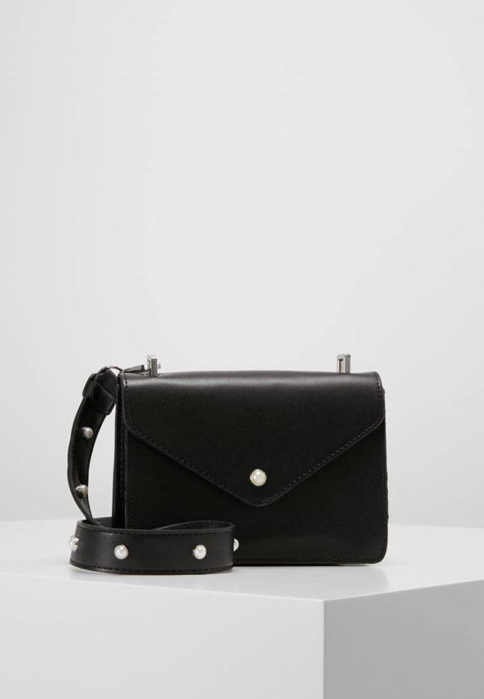 черная мини сумка прямоугольной формы