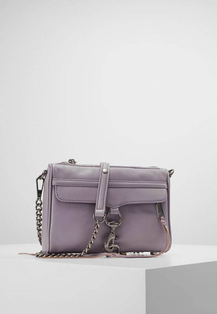 бледно-фиолетовая мини сумка с цепью