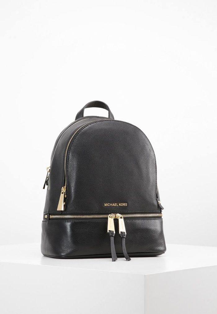 черный рюкзак с золотой молнией