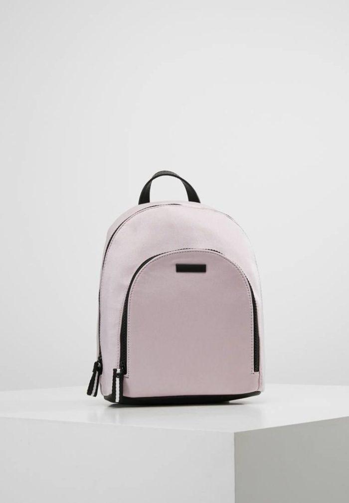 бледно розовый рюкзак на молнии