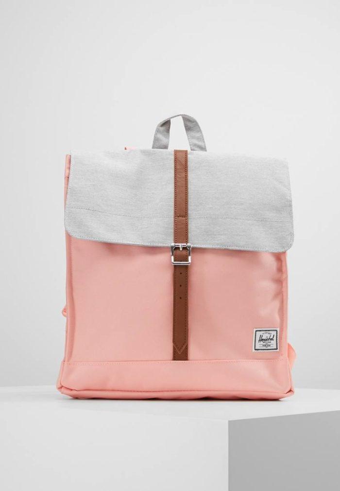 розовый яркий рюкзак
