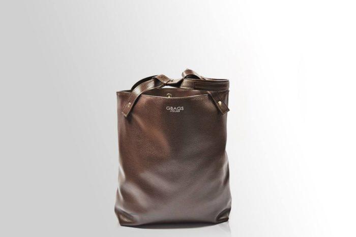 коричневая сумка-мешок кожаная