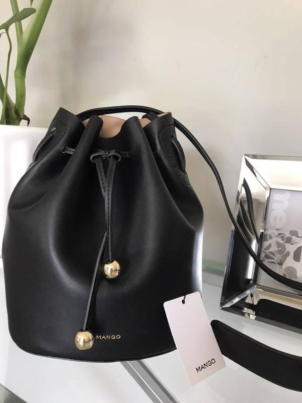 черная сумка-мешок с завязками