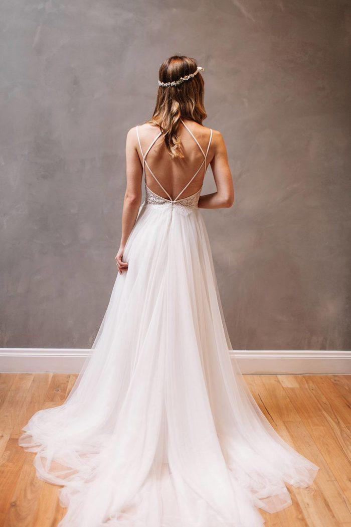 Модные свадебные платья с открытой спиной весна-лето 2019