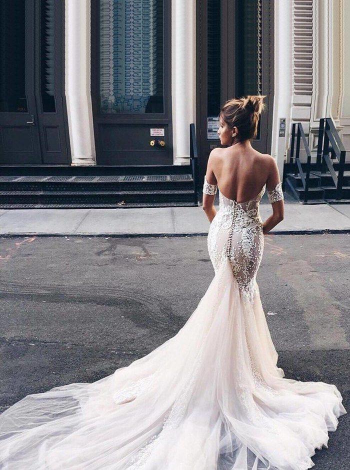 Модные свадебные платья со шлейфом весна-лето 2019