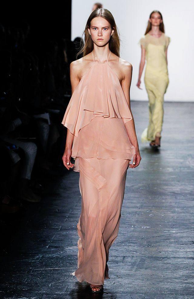 Платье цвета розовый кварц