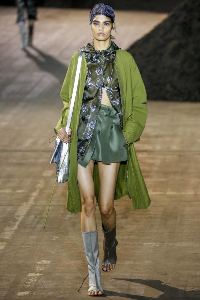 Пальто цвета Зеленый луч
