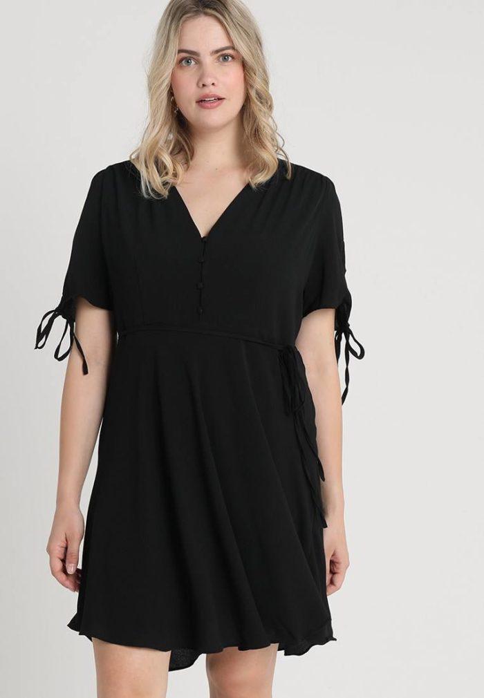 Модные туники весна-лето 2019: черная