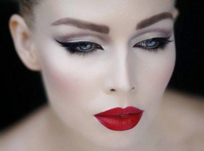 стрелки в макияже