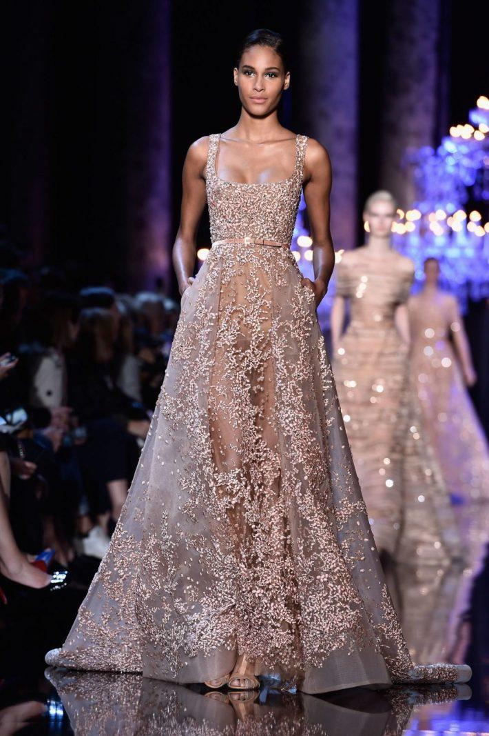 Красивое платье бежевое