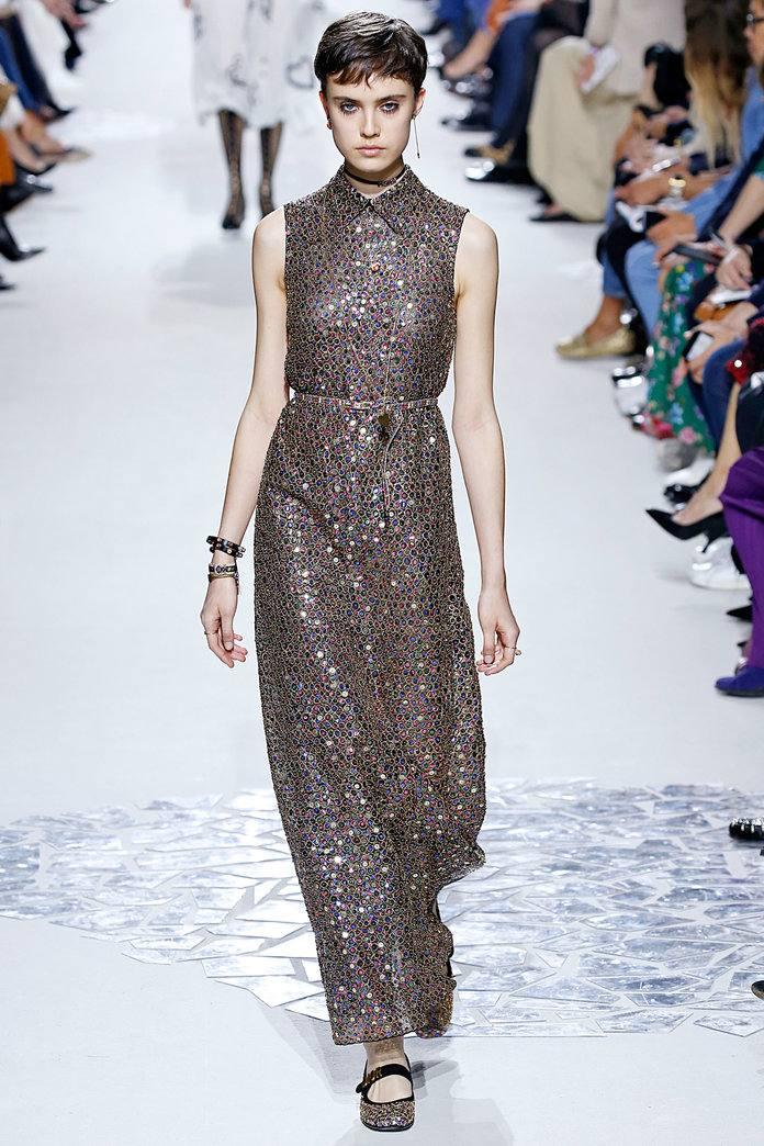 Красивое платье серое