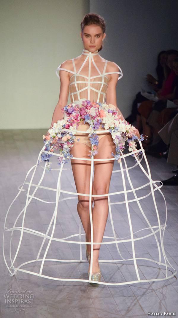 Платье с цветами