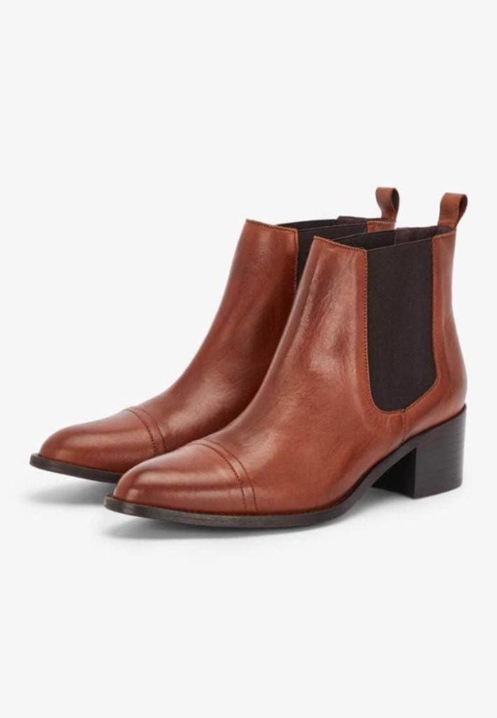 Модная обувь осень-зима 2019-2020: ботильоны коричневые